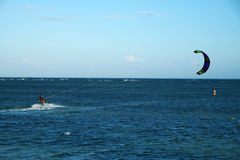 Водные виды спорта змея занимаясь серфингом Стоковое фото RF