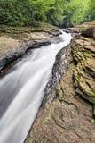 Водные горки побежали лугом, который естественные Стоковые Фотографии RF