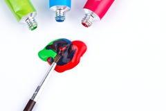 Водные краски с цветами paintbrush смешивая Стоковое Фото