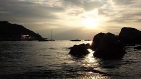 Волны в гавани острова Lamma видеоматериал