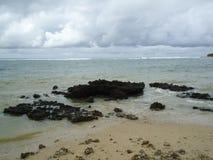 Волны в скалистом пляже Стоковая Фотография RF