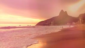 Волны замедленного движения пляжа Рио-де-Жанейро Бразилии Ipanema сток-видео