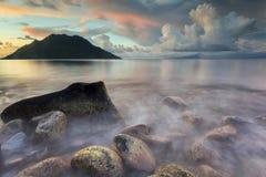 Волны и камни на Maitara Стоковое Изображение RF