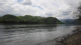 Волны и пульсации Ullswater озера Cumbria Англия Великобритания сток-видео