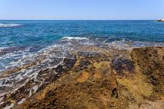 Волны и скала на запасе Rosh Hanikra Стоковые Изображения RF