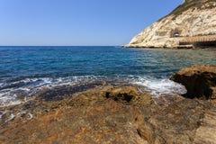 Волны и скала на запасе Rosh Hanikra Стоковая Фотография RF