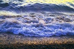 Волны на береге стоковые фотографии rf