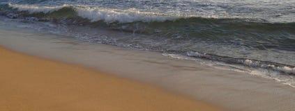 Волны на береге Стоковая Фотография RF