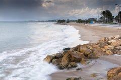 Волны над пляжем стоковое фото