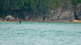 Волны на пляже Nai Harn, Таиланда видеоматериал
