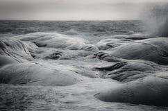 Волны на утесах Стоковые Фото
