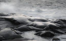 Волны на утесах Стоковые Изображения RF