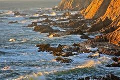 Волны ломая над утесами 2 Стоковая Фотография