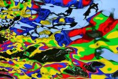 Волны при цвета отражая на ем стоковые фотографии rf
