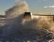 Волны разбивая на Lossiemouth. стоковые фотографии rf