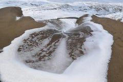 Волны разбивая с пеной моря Стоковые Изображения