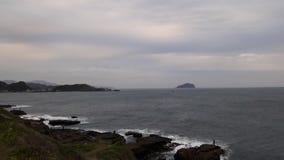 Волны сталкиваясь в берега Стоковые Фотографии RF