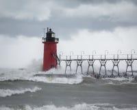 Волны ударяя свет пристани Стоковые Фотографии RF