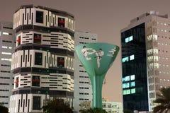 Водонапорная башня в Дохе на ноче Стоковое фото RF