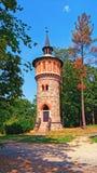 Водонапорная башня Sychrov замка в английском парке взгляд городка республики cesky чехословакского krumlov средневековый старый Стоковое фото RF