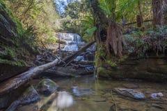 Водопад дамы Barron каскадируя вниз с утесов на Na поля держателя Стоковое Изображение