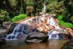 Водопад в ландшафте городка, остров Samui, Таиланд Стоковая Фотография