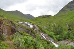 Водопад в гористых местностях Шотландии Стоковое Изображение