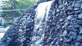 Водопад в городе Стоковое Фото