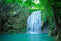 Водопад в глубоком лесе на национальном парке водопада Erawan, Стоковое Фото