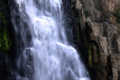 Водопад в глубоком лесе на национальном парке Стоковые Фотографии RF