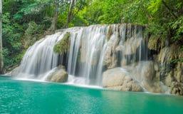 Водопад в лесе осени на водопаде Erawan Стоковое Фото