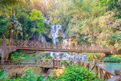 Водопад в дождевом лесе (Tat Kuang Si на prabang Luang ), то Стоковое фото RF