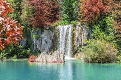 Водопад в озерах Plitvice национального парка Хорватия Стоковые Изображения