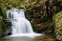 Водопад в скалистом каньоне Стоковое фото RF