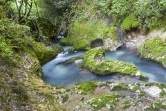 Водопад в ущелье Chernigovka Стоковые Изображения RF
