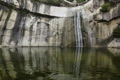 Водопад горы стоковые изображения rf