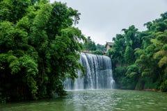 Водопад летания в бамбуковом лесе бамбукового морского района внутри Стоковое Изображение