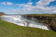 Водопад и радуга Gullfoss (золотых падений) в Исландии Стоковые Изображения RF