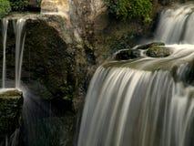Водопад и утесы Стоковая Фотография