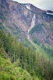 Водопад на озере лавин в взгляде со стороны национального парка ледника Стоковые Изображения RF