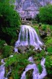 Водопад на пещерах St Beatus на озере Thun (Швейцария) Стоковое Изображение