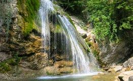 Водопад на реке горы Стоковые Фотографии RF