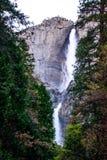 Водопад долгой выдержки Yosemite на ноче Стоковая Фотография