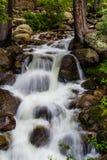 водопад потока горы выдержки длинний Стоковые Изображения RF