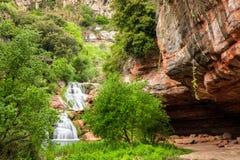 Водопад под монастырем Sant Miquel del Fai, Испанией Стоковые Изображения RF