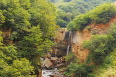 Водопад пропуская в реку Gudialchay Guba Деревня Griz AZ Стоковое Фото