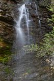 Водопад реки Pena Branca в Folgoso делает Courel, Луго, Испанию стоковые изображения