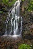 Водопад среди утесов Стоковое фото RF