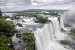 Водопад с горами в стране Шри-Ланка стоковая фотография