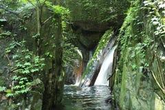 Водопад с лесом на горе в водопаде Krok-E-Dok Стоковое Изображение RF